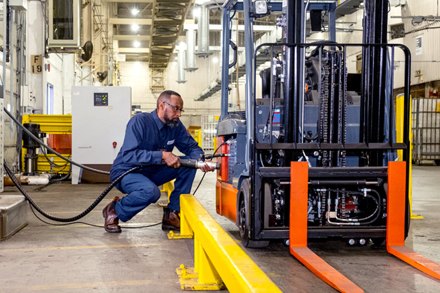 USPS Fuel Cell Powered Fork Lifts1 2