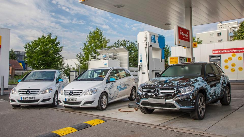 Daimler Cars at Hydrogen Station 3