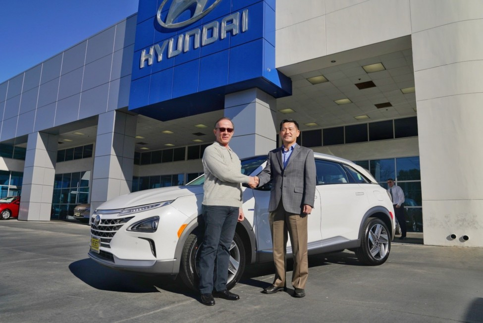 Hyundai Delivers First Nexo to Customer in California 1 3
