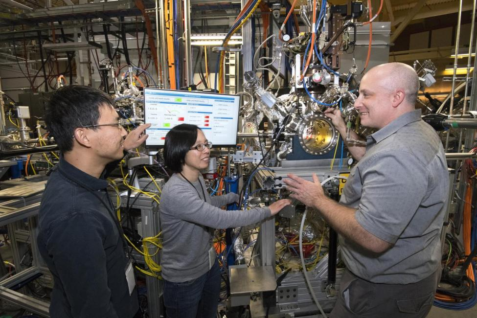 Researchers find alternative to pure platinum catalyst for hydrogen fuel cells 3